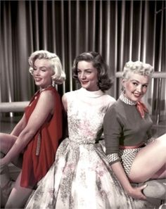 Marilyn Monroe, Lauren Bacall and Betty Grable pose for a portrait on the set of the Century-Fox film 'How to Marry a Millionaire' in 1953 in Los Angeles, California. Get premium, high resolution news photos at Getty Images Hollywood Icons, Old Hollywood Glamour, Golden Age Of Hollywood, Vintage Hollywood, Hollywood Stars, Classic Hollywood, Hollywood Actresses, Marylin Monroe, Marilyn Monroe Movies