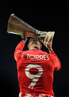 Fernando Torres of Atletico Madrid celebrates with the trophy during the UEFA Europa League Final between Olympique de Marseille and Club Atletico de Madrid at Stade de Lyon on May 2018 in Lyon,. Get premium, high resolution news photos at Getty Images Football Icon, Best Football Players, Football Photos, World Football, Liverpool Football Club, Atletico Madrid Logo, Spanish Soccer Players, World Cup 2018 Teams, Cristano Ronaldo