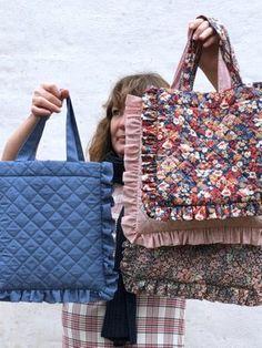 Diy Clothing, Sewing Clothes, Diy Fashion, Fashion Bags, Sewing Hacks, Sewing Projects, Diy Bag Designs, Potli Bags, Diy Tote Bag