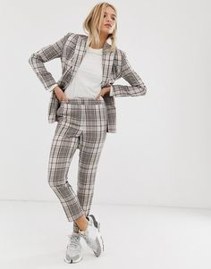 Buy ASOS DESIGN summer based check suit slim trousers at ASOS. With free delivery and return options (Ts&Cs apply), online shopping has never been so easy. Get the latest trends with ASOS now. Costume En Lin, Costume Vert, Safari Costume, Short Vert, Short Blanc, Slim Fit Pants, Straight Leg Pants, Costume Slim, Snake Print Pants