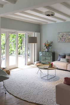Want to change your living room? Before committing the irreparable, discover the pitfalls to avoid in the layout of the living room. Living Room Grey, Home Living Room, Interior Design Living Room, Living Room Designs, Living Room Decor, Living Room Inspiration, House Design, Home Decor, Light Garland