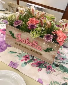 Communion Centerpieces, First Communion Decorations, Tea Party Decorations, Wedding Reception Centerpieces, Flower Centerpieces, Diy Crafts Hacks, Baptism Party, Vintage Party, Holidays And Events
