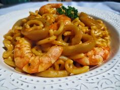 Fideuá de calamares cocina tradicional.