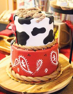 Throw a wild Cowboy / Cowgirl party with this cow print & paisley birthday cake. Rodeo Birthday Parties, Cowboy Birthday Cakes, Cowboy Cakes, Birthday Celebration, Birthday Party Themes, 2nd Birthday, Cowboy First Birthday, Birthday Ideas, Diy Western Birthday Party
