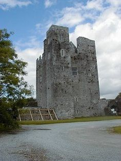 BARRYSCOURT    Barryscourt was the chief seat of the Barrymore family from about 1170 although the present buildings date from the 16th century. It is a large tower-house with corner towers projecting beyond the main walls on two sides. At a third corner is a tower which is almost completely detached. There is a squinch between this tower and the main building. Two of the corner towers project beyond the wall with the entrance. They provided flanking cover to protect the doo Barrymore Family, Tower House, 16th Century, Towers, Mount Rushmore, Entrance, Maine, Ireland, Third