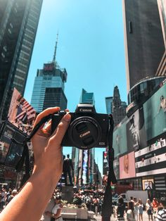 Thinking of upgrading your travel camera? Here's what I thought of the Canon EOS camera! Camara Canon Eos, Canon Eos M10, Photography Camera, Travel Photography, Photography Tips, Landscape Photography, Wedding Photography, Blogging Camera, Camera Aesthetic