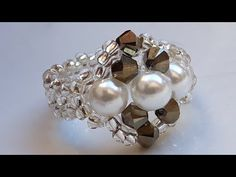 Beautiful Ring of Pearl, Mostacilla and Crystal . Diy Beaded Rings, Beaded Bracelets Tutorial, Tutorial Anillo, Ring Tutorial, Crystal Jewelry, Gemstone Jewelry, Beaded Jewelry, Beaded Necklace Patterns, Homemade Jewelry