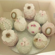 Cotton and crumbs,  beautifully decorated round mini cakes