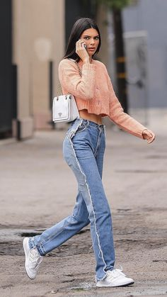 Kendall Jenner Jeans, Kendall Jenner Outfits, Casual Outfits, Summer Outfits, Cute Outfits, Khloe Kardashian Hair, Feminine Style, Feminine Fashion, Casual Street Style