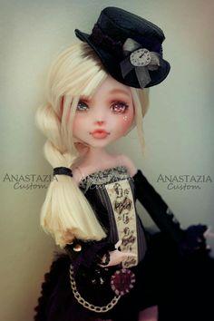 Draculaura Monster high custom anastazia custom sur facebook