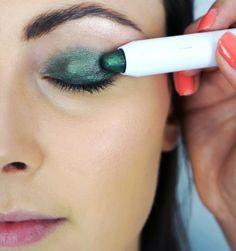 #21634 Bali Bound http://www.eyeslipsface.nl/product-beauty/jumbo-eyeshadow-stick