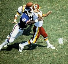 Lawrence Taylor and Joe Theismann, On this sack of Joe Theismann, Joe suffered a terrible broken leg one of the worst football injuries you will see. New York Giants Football, Steelers Football, Football Names, Football Players, Fantasy Football Logos, Lawrence Taylor, Redskins Fans, Football Pictures, Vintage Football