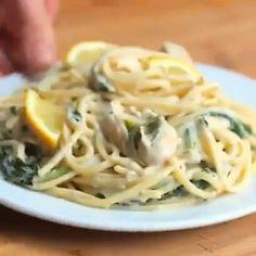 Garlic Chicken Pasta, Chicken Linguine, Chicken Pasta Dishes, Creamy Lemon Chicken, Chicken Spaghetti, Pasta Food, Pasta Recipes, Snack Recipes, Cooking Recipes