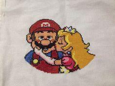 Mario and Peach! Algumas cores não ficaram boas, mas gostei do trabalho final!