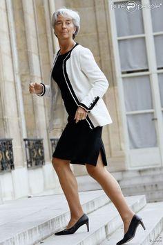 Christine Lagarde est une femme politique qui affirme sa féminité au quotidien. Paris, 2011