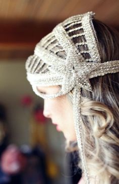 Gorgeous headpiece.