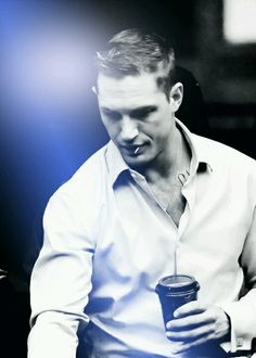 Tom Hardy is so absolutely gorgeous, just look at this man's face!!! Completely stunning!