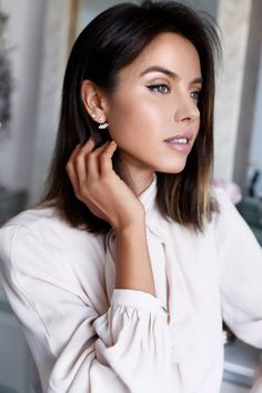 Hourglass Ambient Lighting Powder in Dim Light -  VivaLuxury - Fashion Blog by Annabelle Fleur: MY TOP 6: BEST BRONZERS & HIGHLIGHTERS