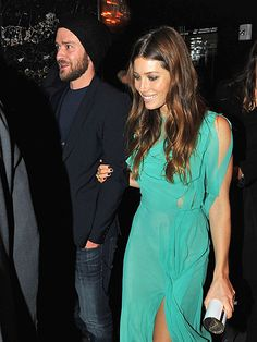 Jessica Biel looks so good in this green dress!