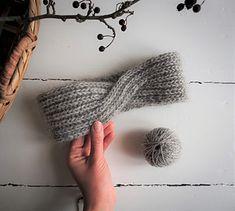 Warm and easy headband in brioche stitch with a twist