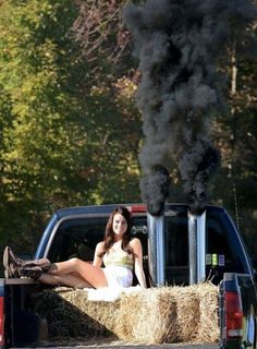 Want for my senior pictures! Jacked Up Trucks, Big Trucks, Ford Trucks, Pickup Trucks, Girl Senior Pictures, Prom Pictures, Senior Pics, Senior Year, Grad Pics