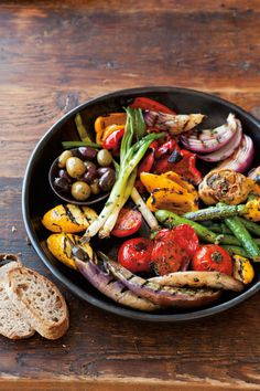 Easy Vegetarian Grilling Ideas For Summer BBQs - Antipasto Grill Carnivores and vegetarians alike will love these vegetarian BBQ recipes. Healthy Recipes, Veggie Recipes, Vegetarian Recipes, Cooking Recipes, Cooking Ideas, Salad Recipes, Vegetarian Appetizers, Bacon Recipes, Aperitivos Vegan