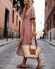Dresses Fashion Deep V-Neck Print Short-Sleeved Casual Maxi Dress, so elegant and suitable for summer. SHOP NOW! Looks Chic, Looks Style, Boho Fashion, Fashion Dresses, Womens Fashion, Dresses Dresses, Long Dresses, Club Fashion, 1950s Dresses
