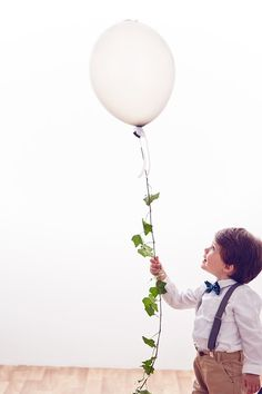 Ivy Balloon: DIY Rustic Wedding Decor Idea (BridesMagazine.co.uk)
