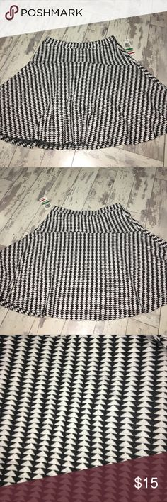Black and white skirt Black and white flowy skirt with elastic waist. Size large new with tags. Bar III Skirts Mini