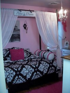 I think I'm going to do something like this in a window nook that is in Bella's Bedroom. It's the perfect size for a toddler bed. When she outgrows sleeping in a toddler bed it will make a good reading nook.