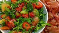 Melon- og jordbærsalat Frisk, Bruschetta, Bon Appetit, Salsa, Cake Recipes, Cooking Recipes, Healthy, Ethnic Recipes, Food