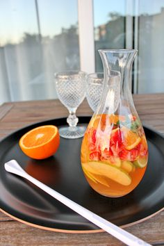 SWEET BIGAS: Sangria de espumante Cocktail Drinks, Fun Drinks, Alcoholic Drinks, Birthday Drinks, Champagne Brunch, Food Goals, Finger Foods, Food Inspiration, Smoothies