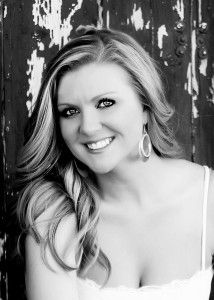 Jamie McGuire is an amazing author her book Beautiful Disaster was a work of art. Jamie Mcguire, Colleen Hoover, Beautiful Disaster, Book Authors, True Beauty, Book Publishing, Bestselling Author, Oklahoma, Good Books