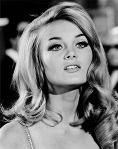 Costumes Barbara Bouchet (hair and make up goals) 1960s Makeup, Vintage Makeup, Vintage Beauty, Sixties Makeup, Hairstyles Bangs, Vintage Hairstyles, 1960s Hairstyles, Mod Hairstyle, Volume Hairstyles