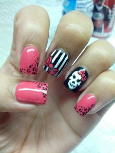 Little Rock Marathon 2015 nail art.this may be the one I go with for race day. Goth Nails, Sexy Nails, Fun Nails, Sugar Skull Nails, Skull Nail Art, Rockabilly Nails, Halloween Nail Art, Halloween Toes, Nail Time