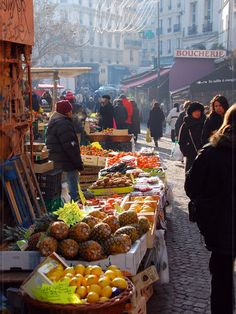 Rue Mouffetard, near the Luxembourg gardens -- now I confess, If I could live anywhere in the city, it would be in this neighborhood.  Money, and bags of it, not withstanding.