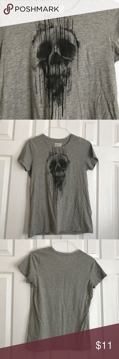 Converse all star gray scary skeleton tee large Gray short sleeve tee with paint smeared scary Skelton print. Size large Converse Tops Tees - Short Sleeve