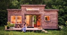 https://media.mnn.com/assets/images/2016/08/tinyhouse-NataliePollard.jpg.990x0_q80_crop-smart.jpg