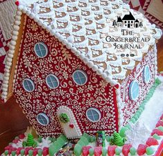 gingerbread house, so cute! great tutorials on this website www.gingerbreadjournal.com