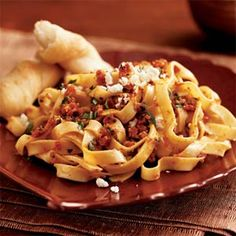 Pasta with Sun-Dried Tomato Pesto and Feta Cheese - Quick-and-Easy Vegetarian Recipes - Cooking Light Mobile Pesto Pasta, Pasta Ligera, Sundried Tomato Pasta, Tomato Pesto, Pasta Sauces, Tomato Sauce, Vegetarian Recipes Easy, Cooking Recipes, Healthy Recipes