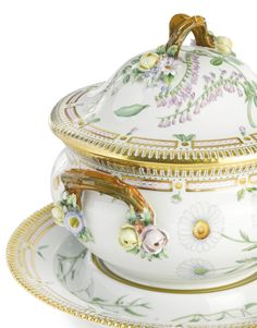 A Royal Copenhagen flora Danica circular soup tureen, cover and stand modern  l SOTHEBY'S AUCTION OF THE COLLECTION OF NIKI & JOE GREGORY THE 24th OF OCTOBER 2013 | 10:00 AM EDT | NEW YORK
