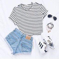 Maillot de bain : Brilliant 50 Cute Summer Outfits Ideas For Teens www.c A wrap dr Cute Summer Outfits, Classy Outfits, Trendy Outfits, Cute Outfits, Outfit Summer, Summer Shorts, Summer Clothes, Long Shorts, Dress Summer