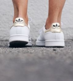 the Stan smith gold sneakers Nike Sneakers, Adidas Shoes, Gold Sneakers, Reebok, Mode Shoes, Minimal Classic, Classic Gold, Looks Style, Mode Inspiration