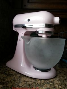 Tips for dealing with the KitchenAid kitchen machine - kitchen stories - cook & write - Tips for using the KitchenAid food processor. Kitchen Aid Artisan, Kitchen Aid Mixer, Kitchen Appliances, Kitchen Racks, Bathroom Cleaning Hacks, House Cleaning Tips, Kitchenaid Food Processor, Food Processor Recipes, Ritz Crackers