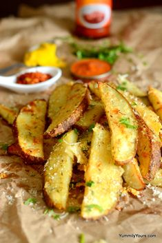 Baked potato wedges recipe that gives perfect crispy fries with a crispy outer layer, soft warm insides and crunchy skin. Garlic, herbs and Parmesan, Yummy! Low Calorie Ice Cream, Low Calorie Candy, Low Calorie Chocolate, Idaho Potatoes, Potato Recipes, Potato Dishes, Vegetable Dishes, Potato Wedges Recipe, Potato Wedges Baked