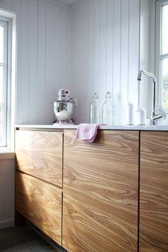 Hamran + Tingbo Alm veneer with electrically opening drawers.