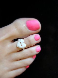 White Heart Button Stretch Bead Toe Ring by FancyFeetBoutique, $5.00 Hand Jewelry, Jewelry Shop, Jewlery, Unique Jewelry, Toe Nail Art, Toe Nails, Diy Toe Rings, Soleless Sandals, Heart Button