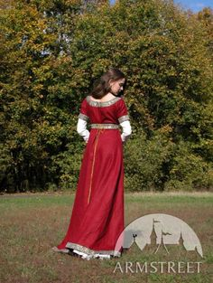 Medieval Franks red dress and underdress (chemise) garb with belt is also available in fixed sizes in stock (ready to ship). Please contact us for more details. Design of this medieval costume is close to traditional IX-X century Western Europe medieval dress. Initally this style become pupular after Charlemagnes (Carl the Great) epoch expansion and was popular during almost two centuries.  Dress is made of 100% natural linen with great shining trim and trimmed belt. Underdress (chemise) is…