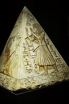 Ancient Egyptian Artifacts, Ancient Aliens, Ancient History, Pharaoh Hound, Egyptian Queen, Egypt Art, Futuristic Art, Ancient Civilizations, Archaeology
