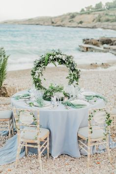 Dusty Blue Wedding Table Decor We are in floral hoop HEAVEN over here as we gaze at these fun wedding decor and flower ideas. This wedding trend is here to stay, and the wedding centerpiece pictured here is the proof in the pudding!
